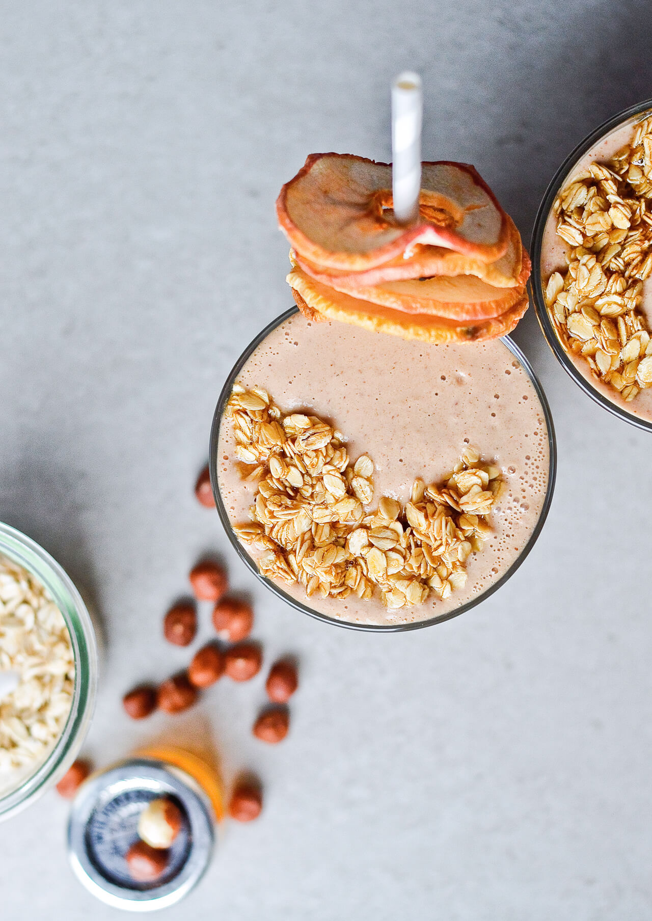 Creamy oatmeal apple smoothie with dates, hazelnuts and honey. Great breakfast or snack, for when you want apple pie but in a healthy package. | sugarsalted.com