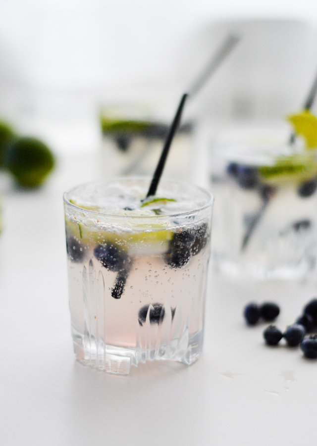 Elderflower blueberry lime virgin cocktail - a refreshing mocktail you need to make for every summer brunch or dinner!