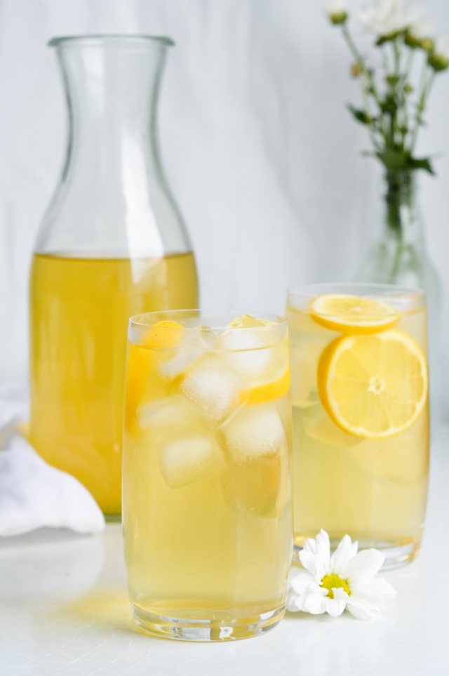 Forget the store-bought stuff! Make this Honey apricot chamomile iced tea that's light, sweet, fruity and so refreshing.