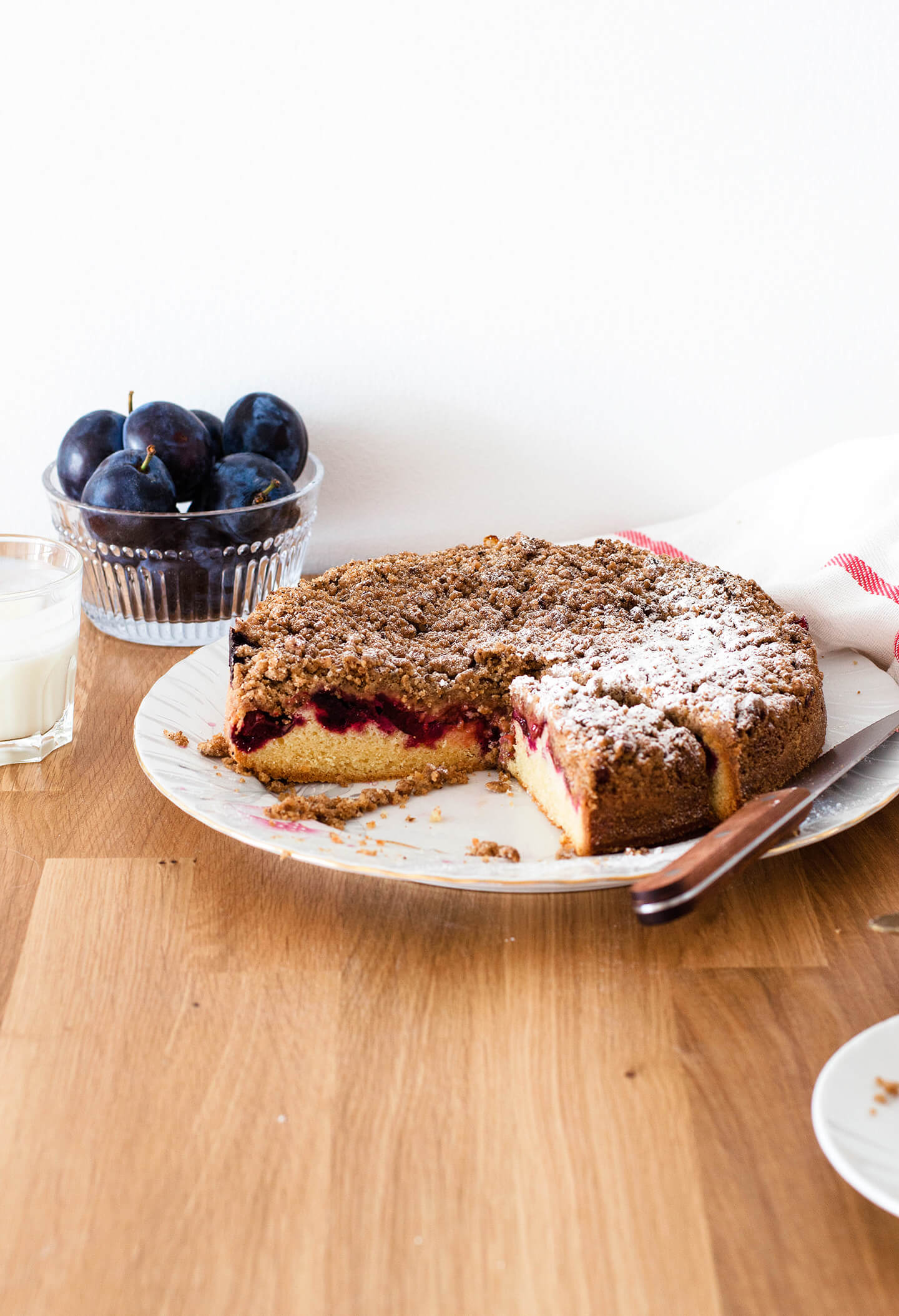Recipe for easy plum streusel coffee cake, perfect late summer dessert! Made with purple Italian plums and buttery cinnamon streusel.