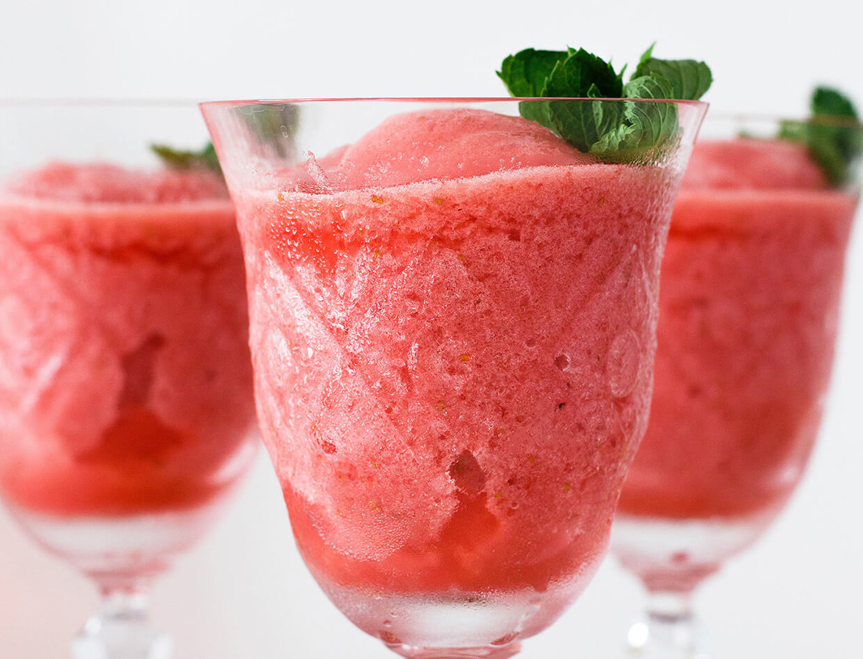 Lemon strawberry frosé (frozen rosé)