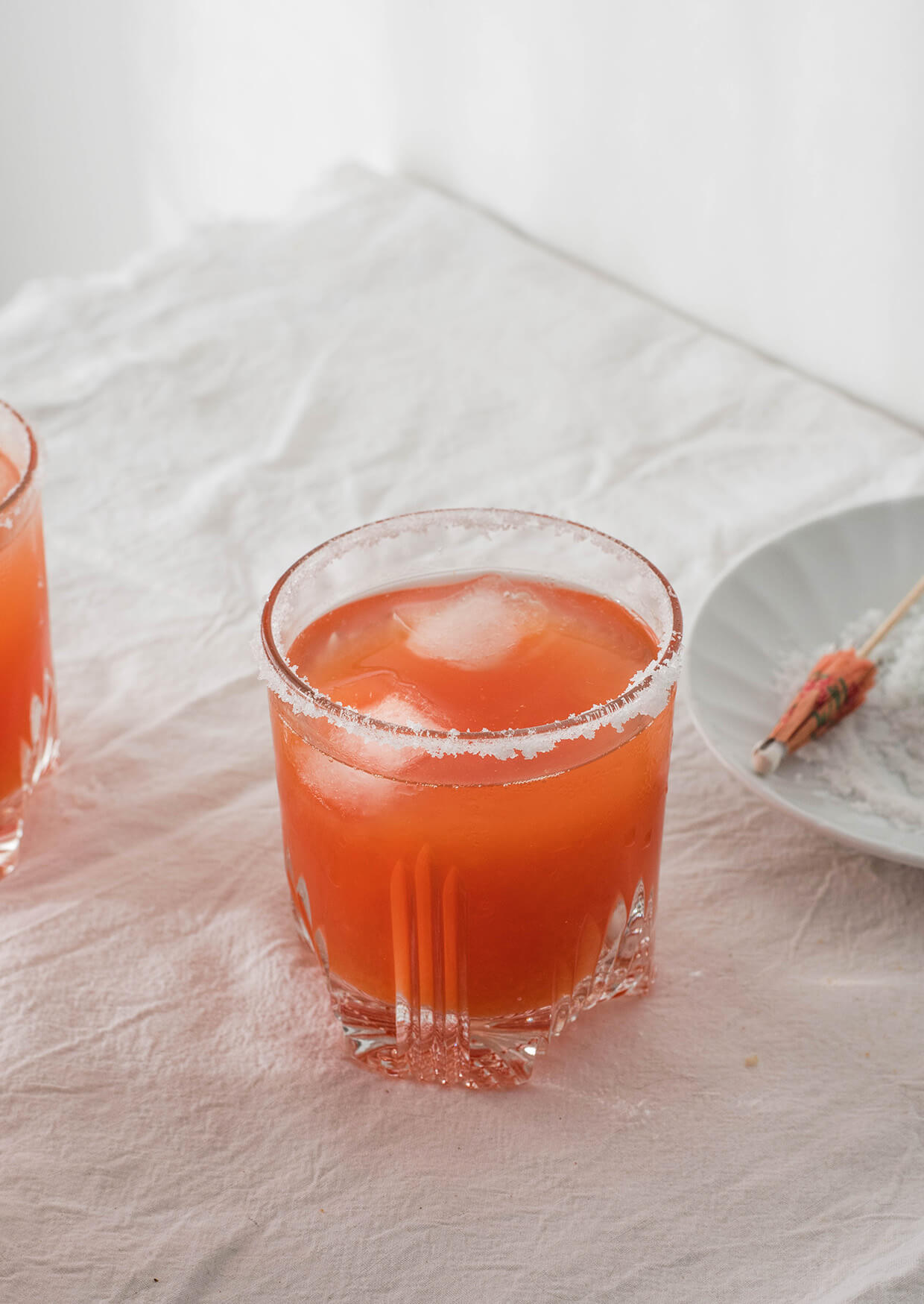 learn how to make golden blood orange margaritas with reposado tequila but no triple sec! smooth and sweet, they're insanely drinkable and pretty!
