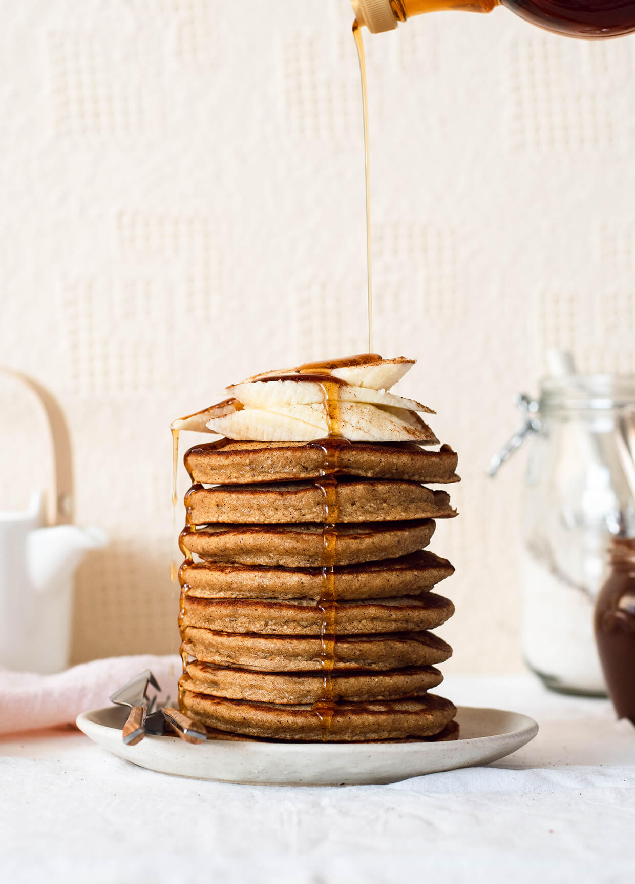 Recipe for fluffy simple oatmeal banana pancakes - a healthy version of your regular pancakes.