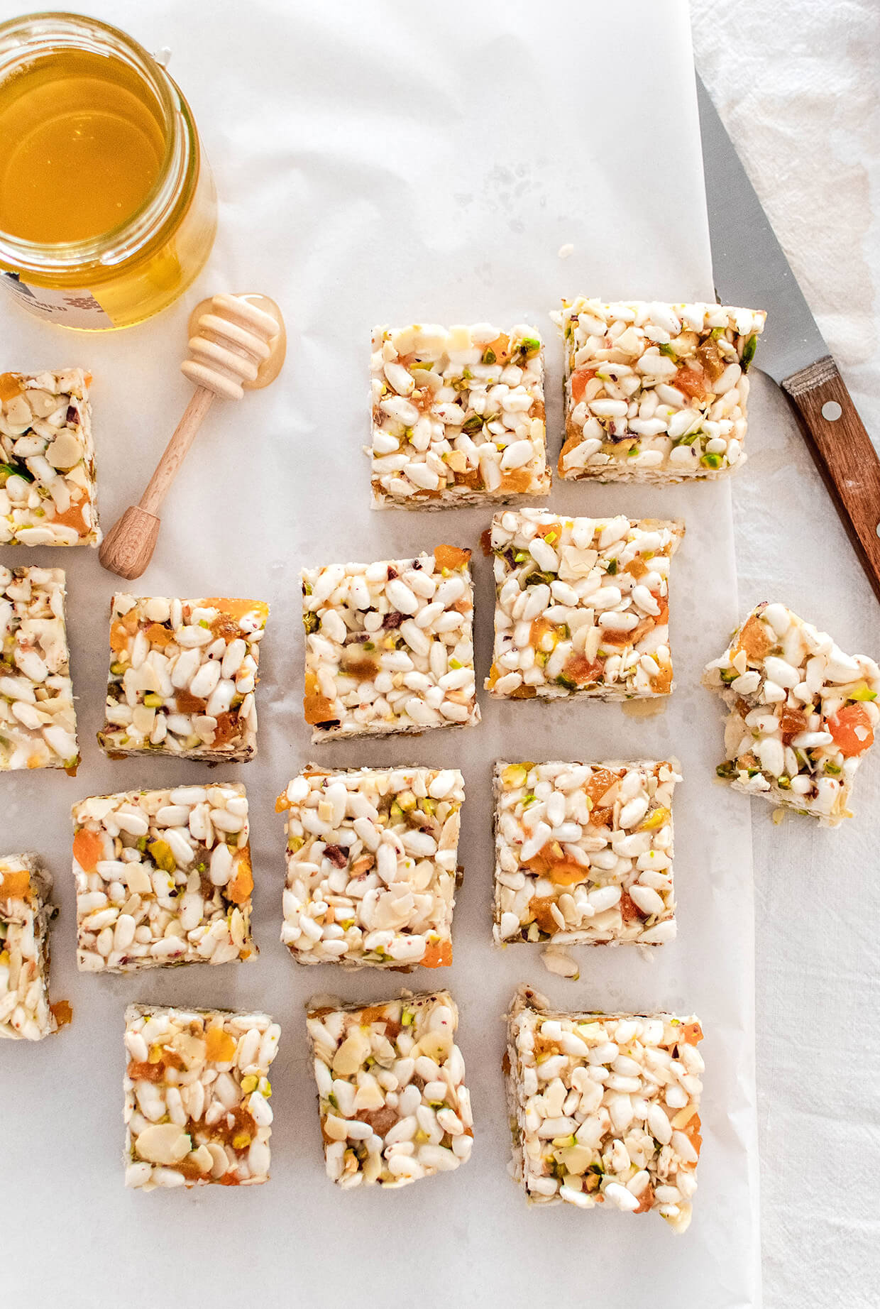 Chewy, crunchy and naturally sweet coconut apricot puffed rice bars, that make a perfect snack of breakfast addition. They involve zero baking, very little prep, a handful of ingredients and last for days.